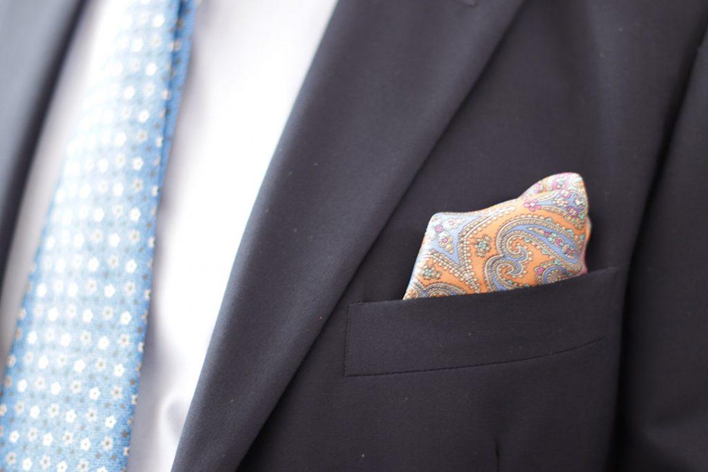 Pañuelo de bolsillo combinado con corbata
