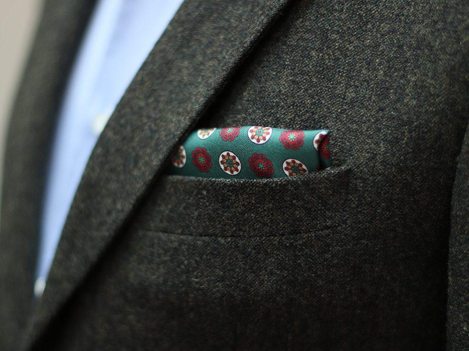 Pañuelo de bolsillo formal combinado con traje