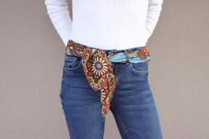 Combinar un pañuelo de seda como un cinturón
